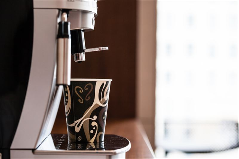 シルバーのコーヒーメーカー