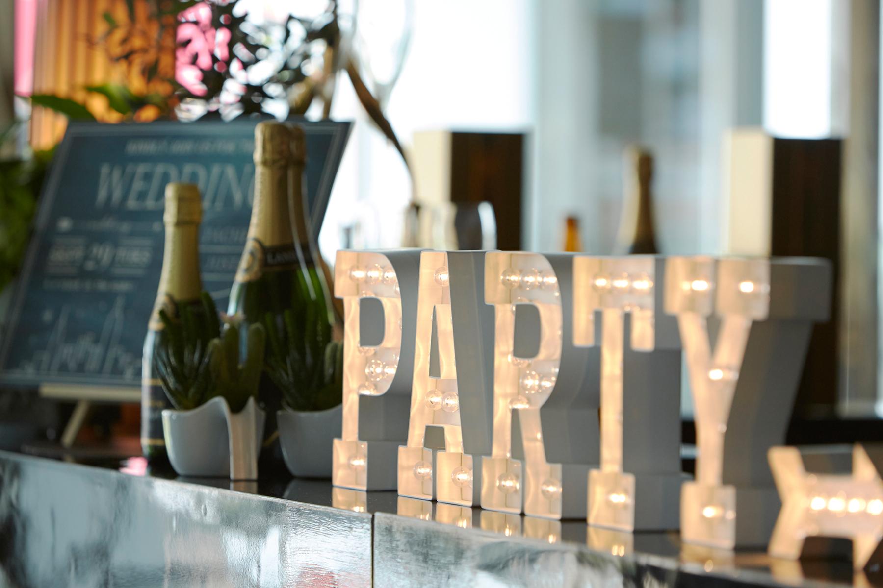 パーティー会場の飾りつけ画像
