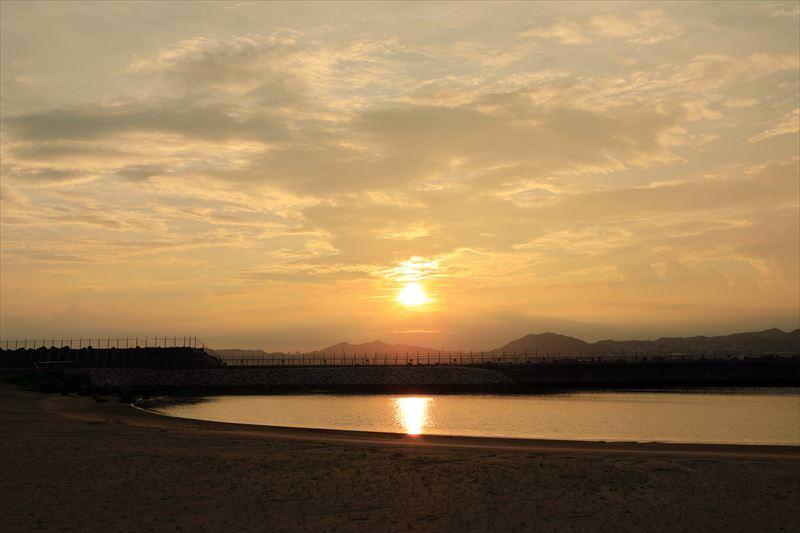 海に浮かぶ夕日